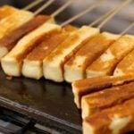 Como fazer espetinho de queijo coalho