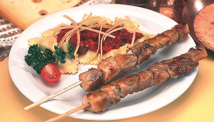 espetinho de carne de porco
