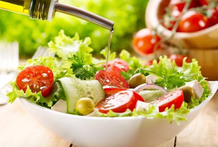 salada para acompanhar carne assada