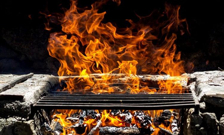 como economizar carvão na churrasqueira